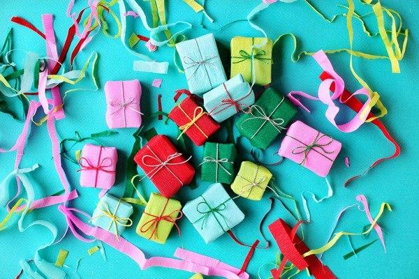 подарки детям день рождения школе